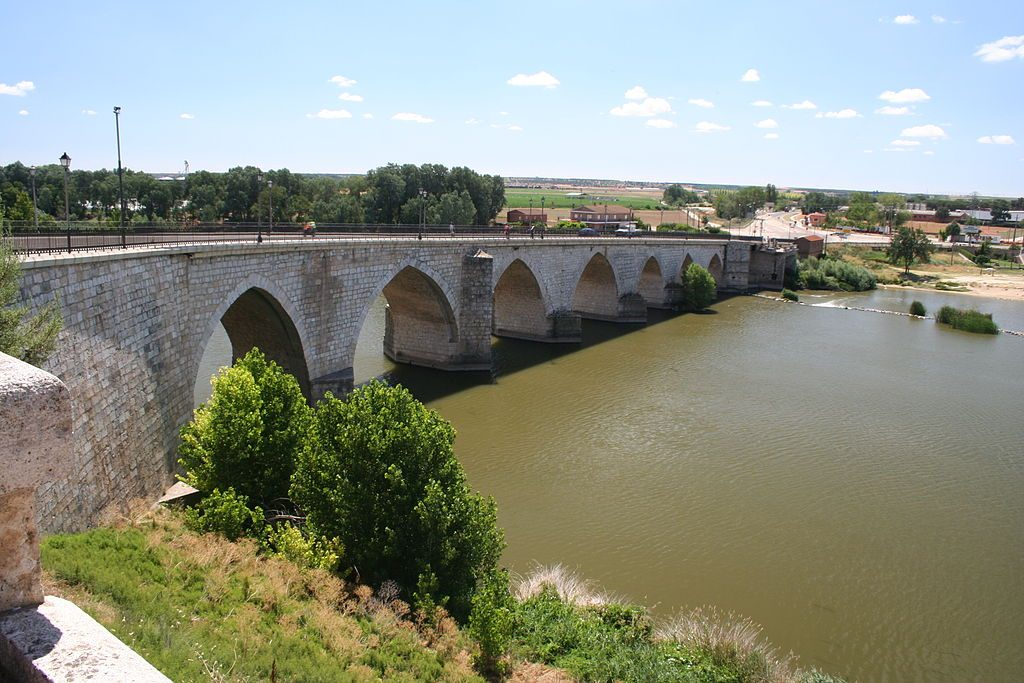 1024px-Tordesillas_río_Duero