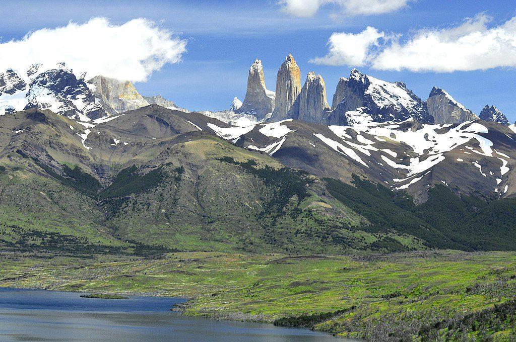 1024px-Torres_del_Paine,_Laguna_Azul_09