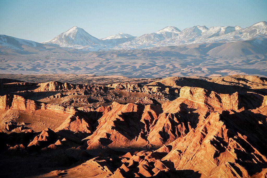 1024px-Valle_de_la_Muerte_y_el_volcán_Colorado
