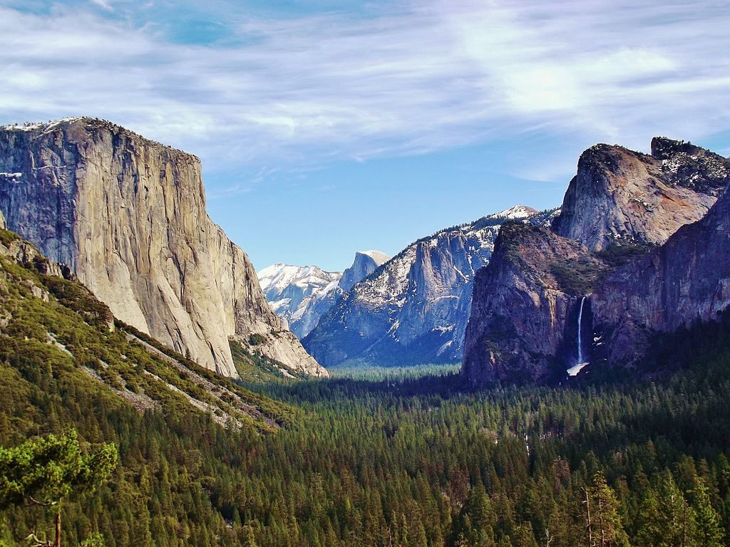 1024px-Yosemite_Valley_from_Wawona_Tunnel_view,_vista_point.
