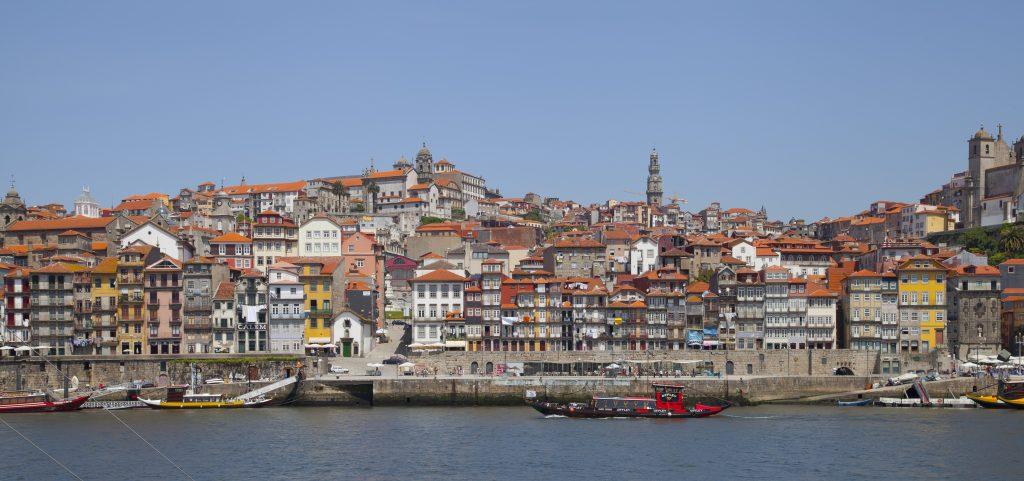 Cais_da_Ribeira,_Oporto,_Portugal,_2012-05-09,_DD_10