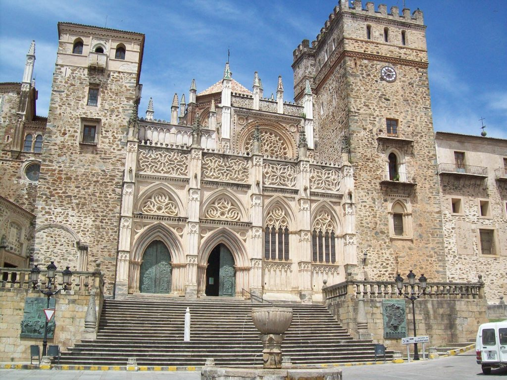 Fachada_del_monasterio_de_Guadalupe