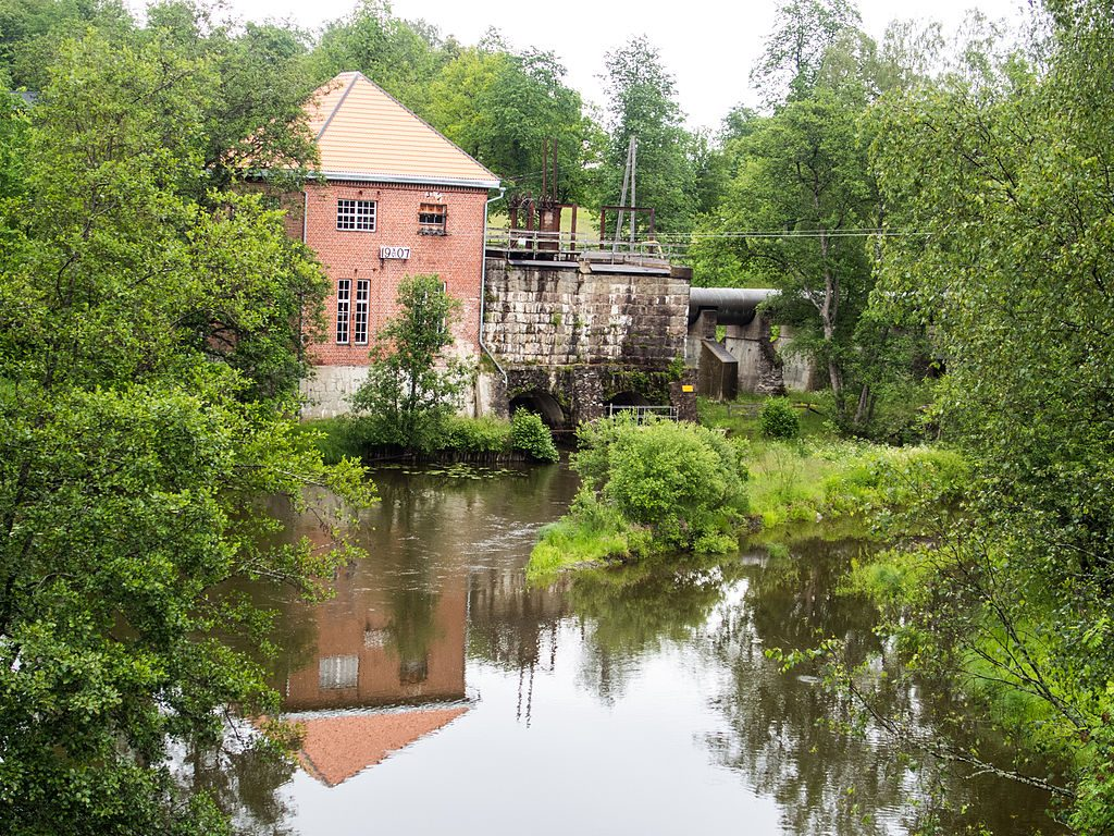 Koski_powerhouse_Perniö_Salo_Finland_seen_from_wooden_bridge