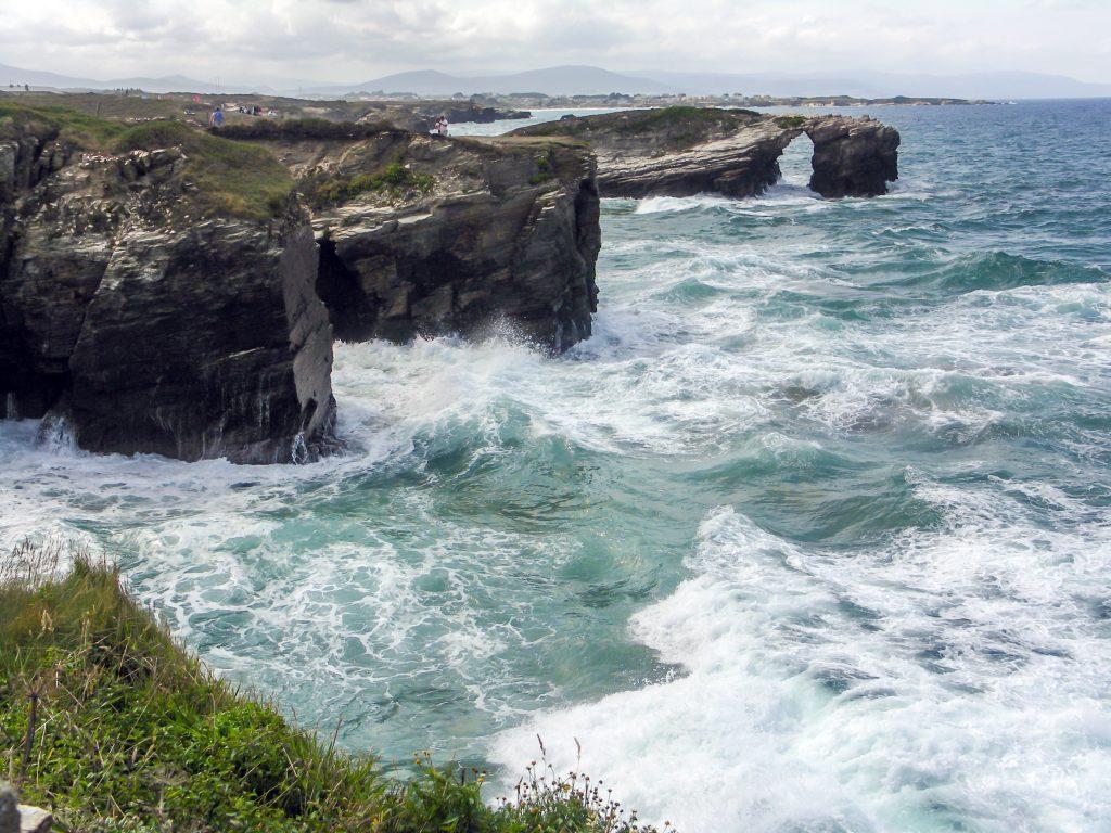 Playa de las catedrales con marea alta.