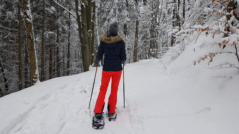 snow-winter-cold-snowshoeing-hiking-snow-shoes
