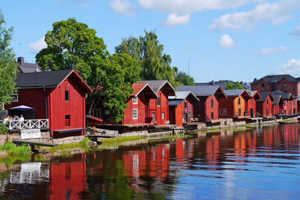 wooden_houses_old_town_river_finnish_porvoo_finland_historic_old_town_vacation-720665