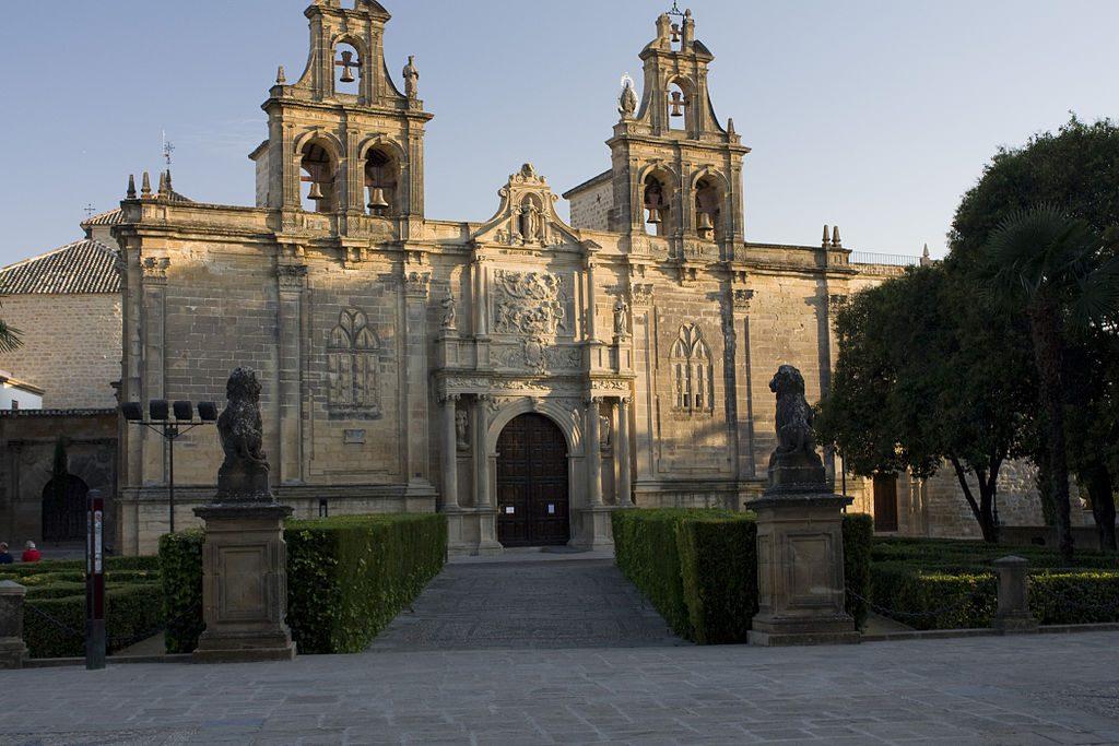 1024px-Úbeda-Iglesia_Santa_Maria_de_los_Reales_Alcazares.20110918