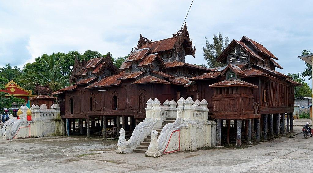 1024px-20160807_Shwe_Yan_Pyay_monastery_in_Nyaung_Shwe_8811_DxO