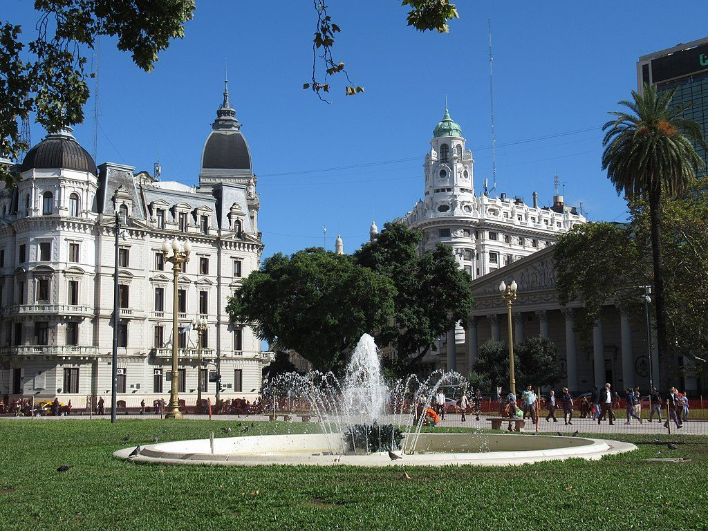 1024px-2019_Buenos_Aires_-_Plaza_de_Mayo