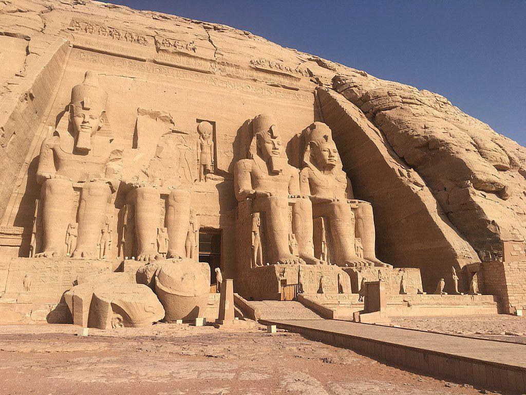 1024px-Abu_Simbel_main_temple