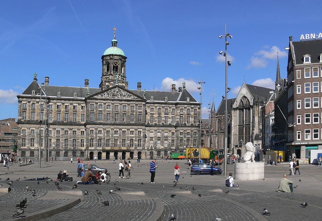 1024px-Amsterdam_Dam_2008