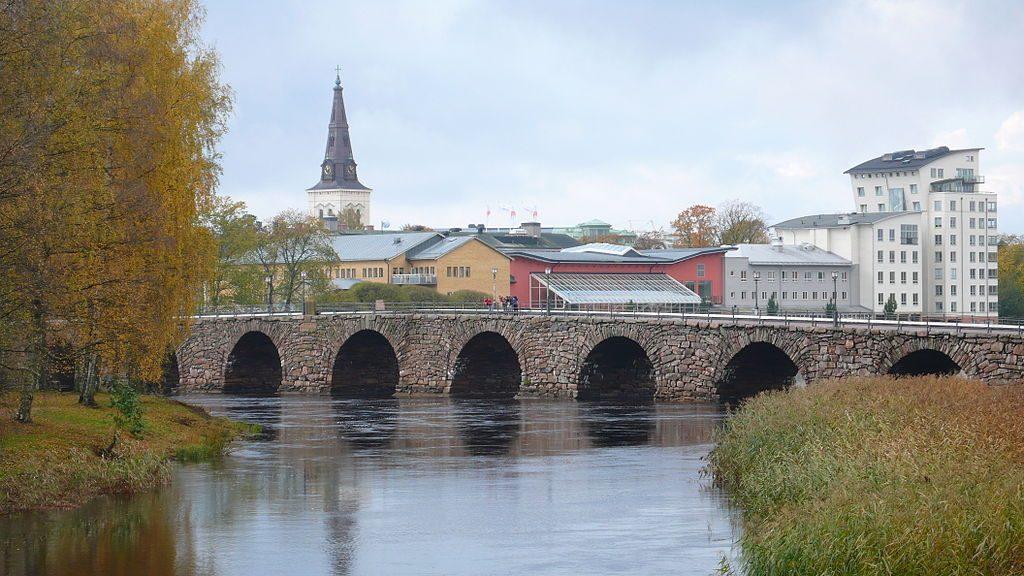 1024px-East_bridge_karlstad_20061022_001
