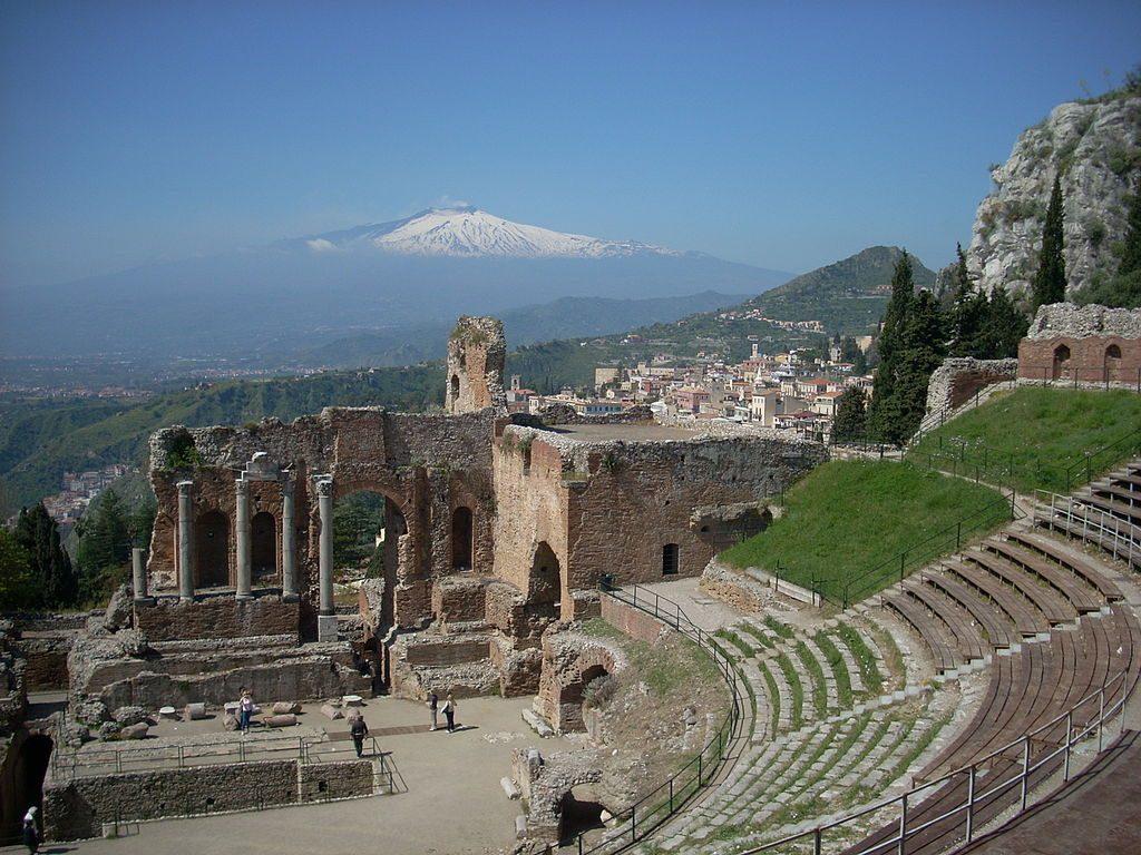 1024px-Etna_vanaf_het_Griekse_theater_in_Taormina