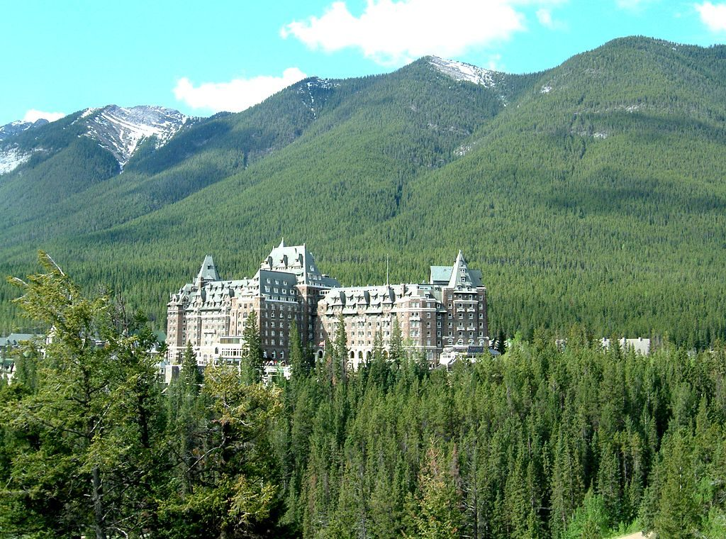 1024px-Fairmont_Banff_Springs_Hotel