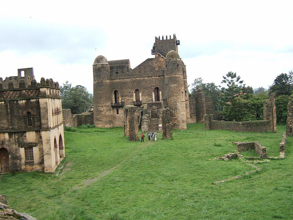 1024px-Fasilidas'_palace,_Gonder,_Ethiopia_04