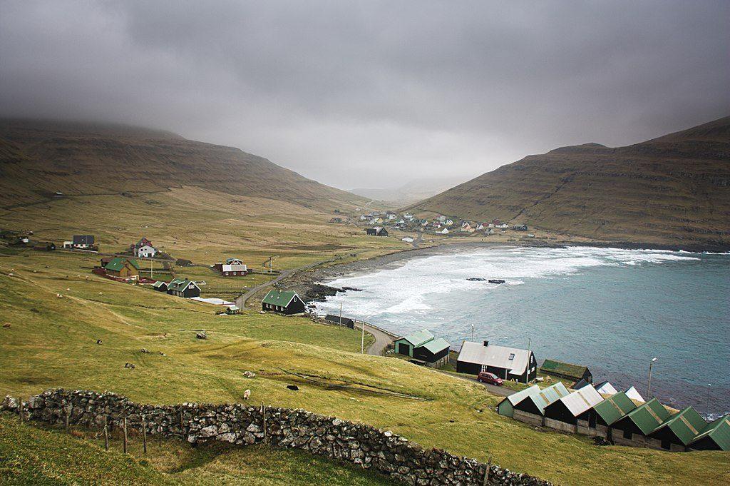 1024px-Húsavík,_Faroe_Islands_(33526862914)