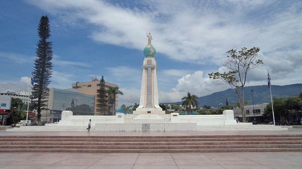 1024px-Monumento_al_Salvador_del_Mundo_1