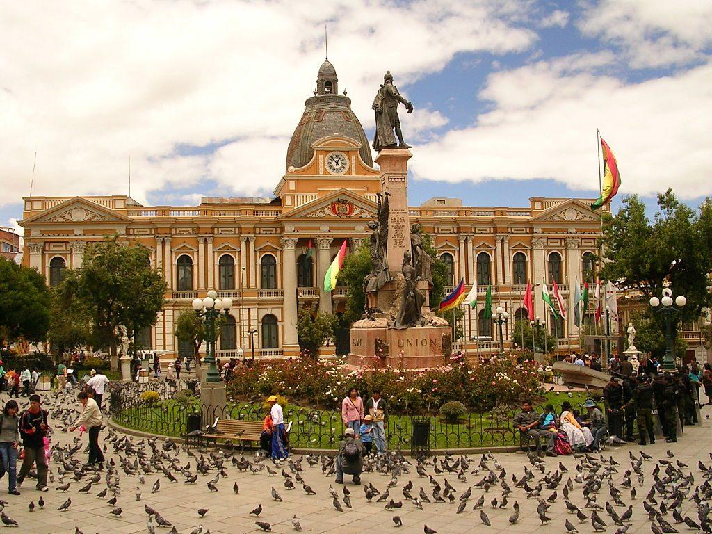 1024px-Palacio_Quemado_y_Plaza_Murillo_(2)