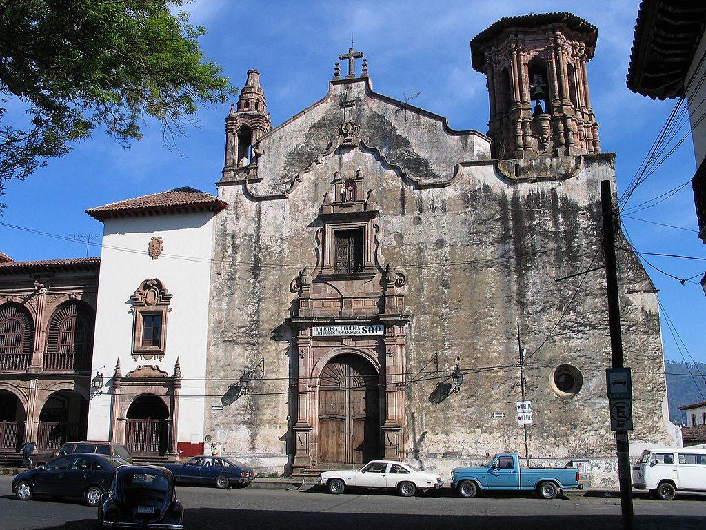 1024px-Patzcuaro-church