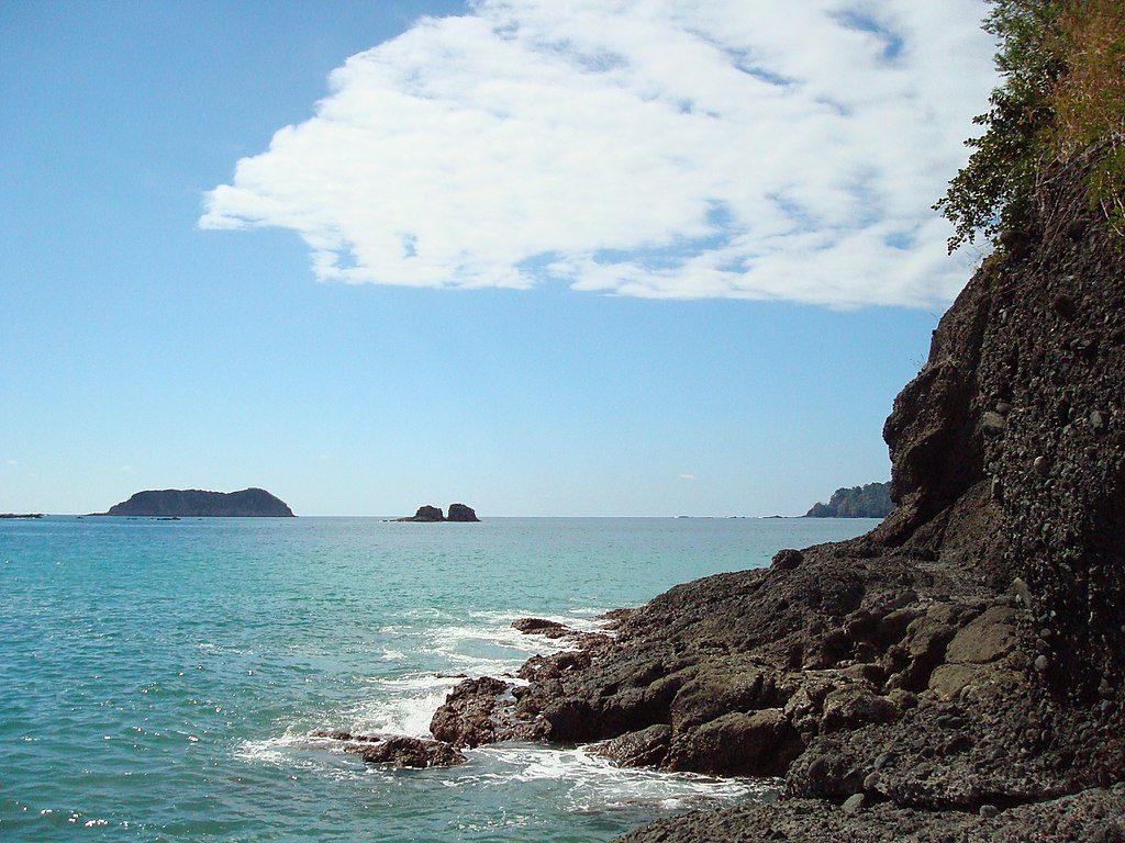 1024px-Rock-formation-manuel-antonio-quepos-costa-rica