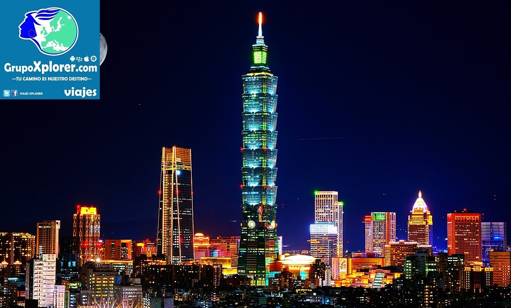 1024px-Taipei_skyline_cityscape_at_night_with_full_moon