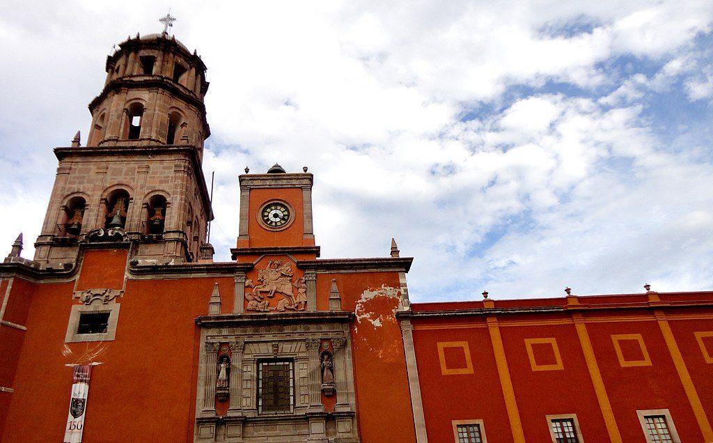 1024px-Templo_de_San_Francisco_de_Asís_en_Santiago_de_Querétaro