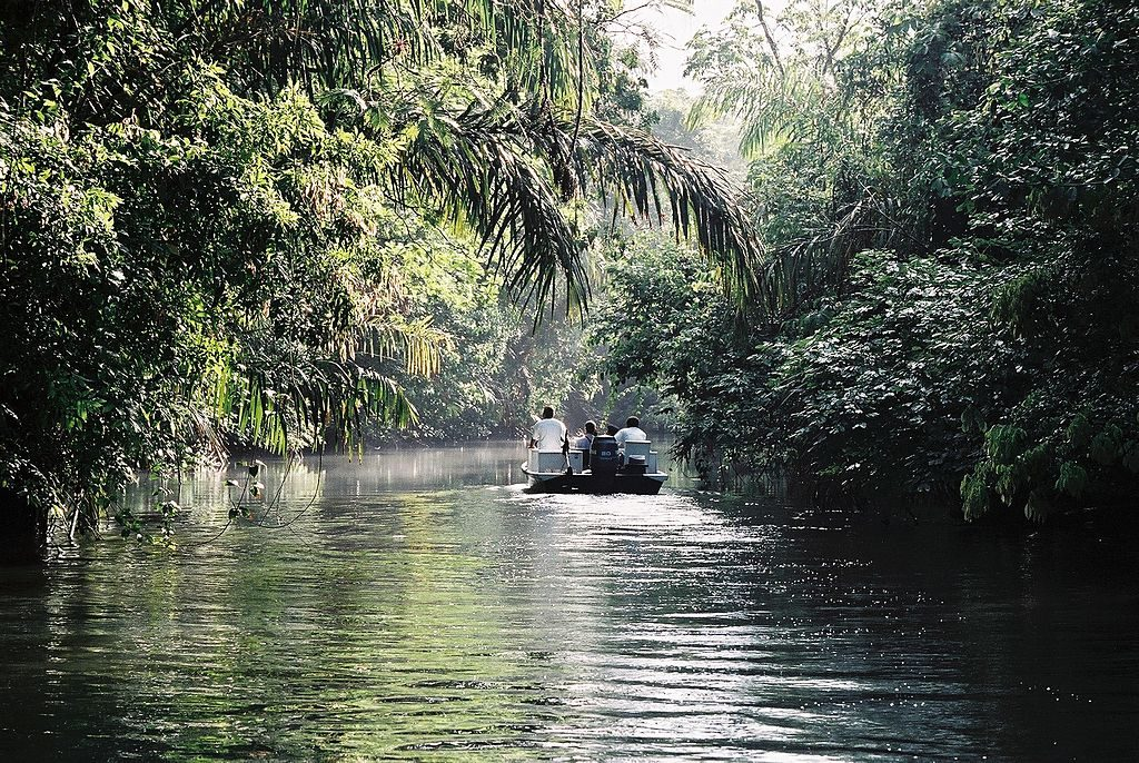 1024px-Tortuguero_boat_trip