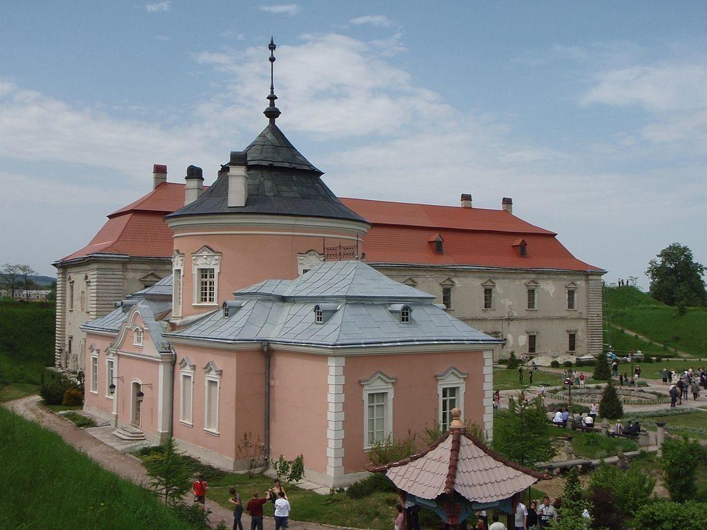 1024px-Zolochiv_castle_1