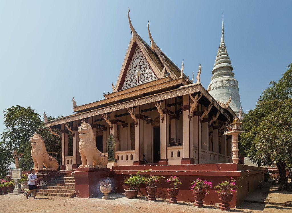 2016_Phnom_Penh,_Wat_Phnom_(07)