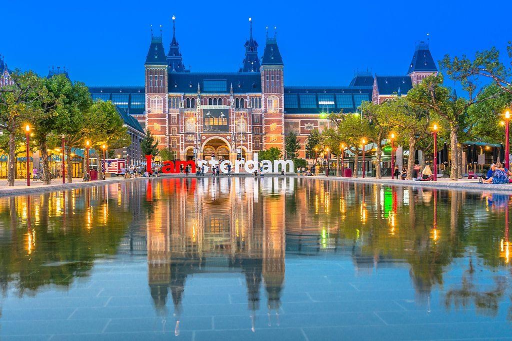 Amsterdam_-_Rijksmuseum_-_panoramio_-_Nikolai_Karaneschev