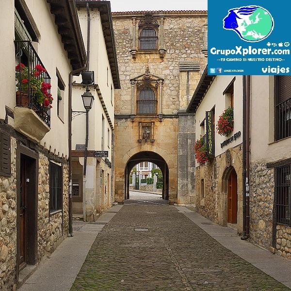 Archivo_del_Adelantamiento_de_Castilla_(Covarrubias)._Fachada_interior
