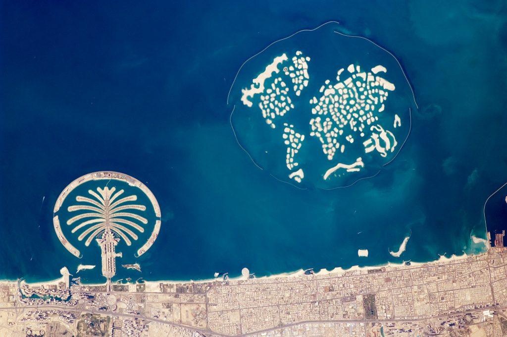 Artificial_Archipelagos,_Dubai,_United_Arab_Emirates_ISS022-E-024940_lrg