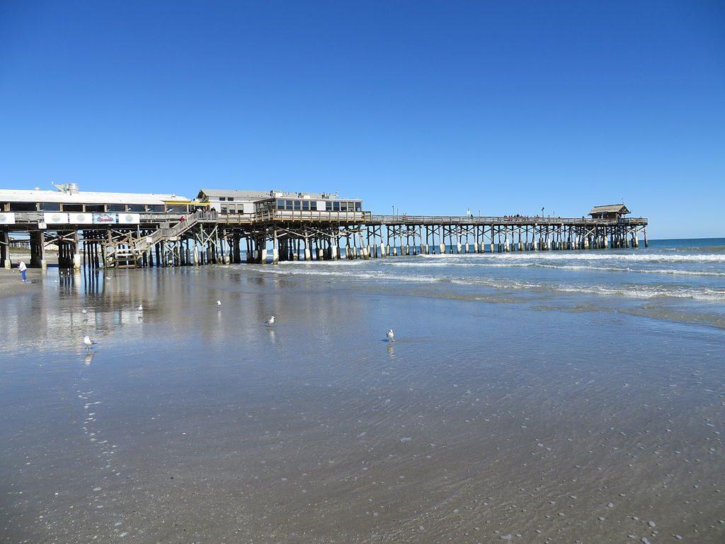 Cocoa_Beach_Pier_(Cocoa_Beach,_Florida)_002
