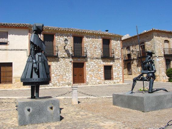 El_Toboso_Monumento_a_D._Quijote_y_Dulcinea