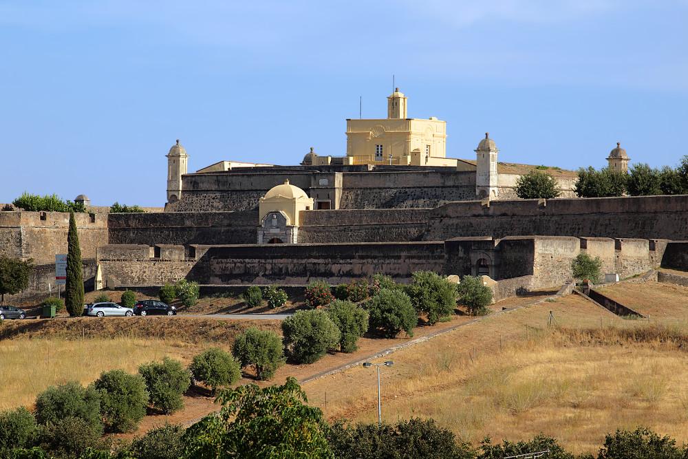 Portugal, Elvas, Forte de Santa Luzia visto da Rua Maria Martins