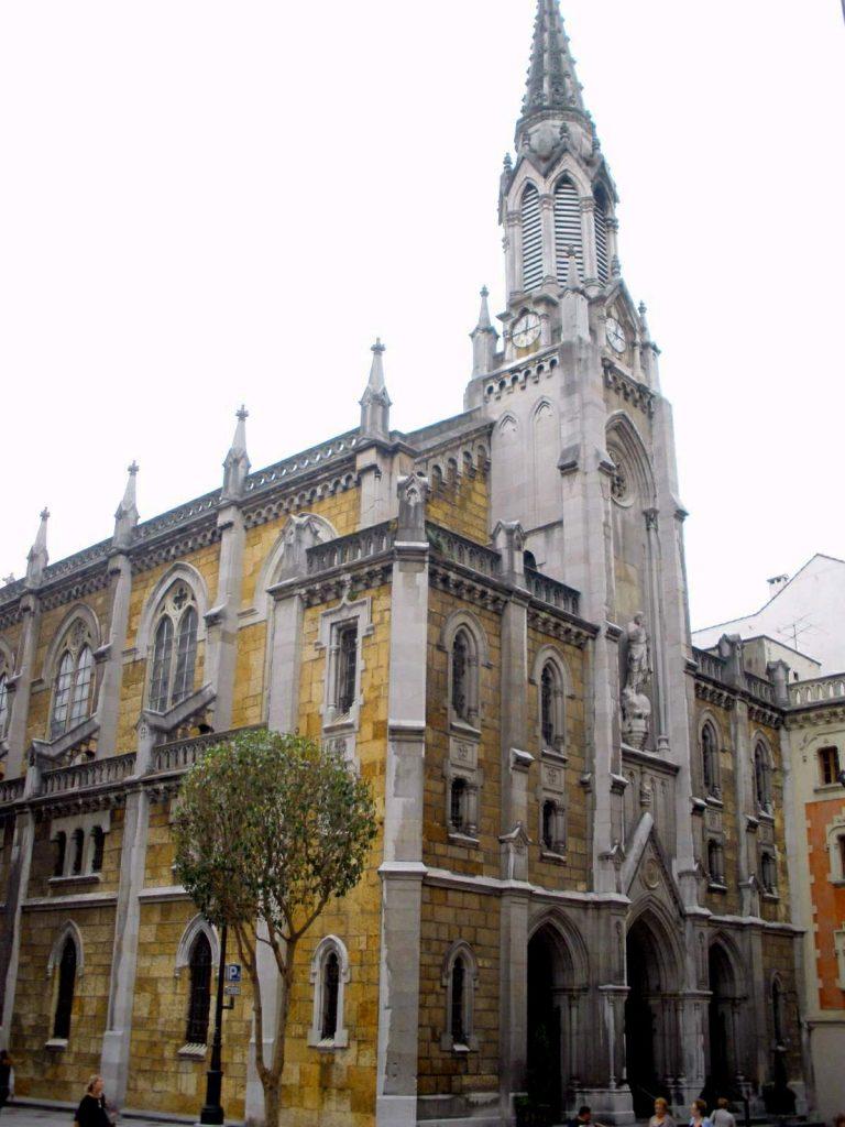 Oviedo_-_Iglesia_del_Sagrado_Corazón_de_Jesús_(Jesuitas)_01