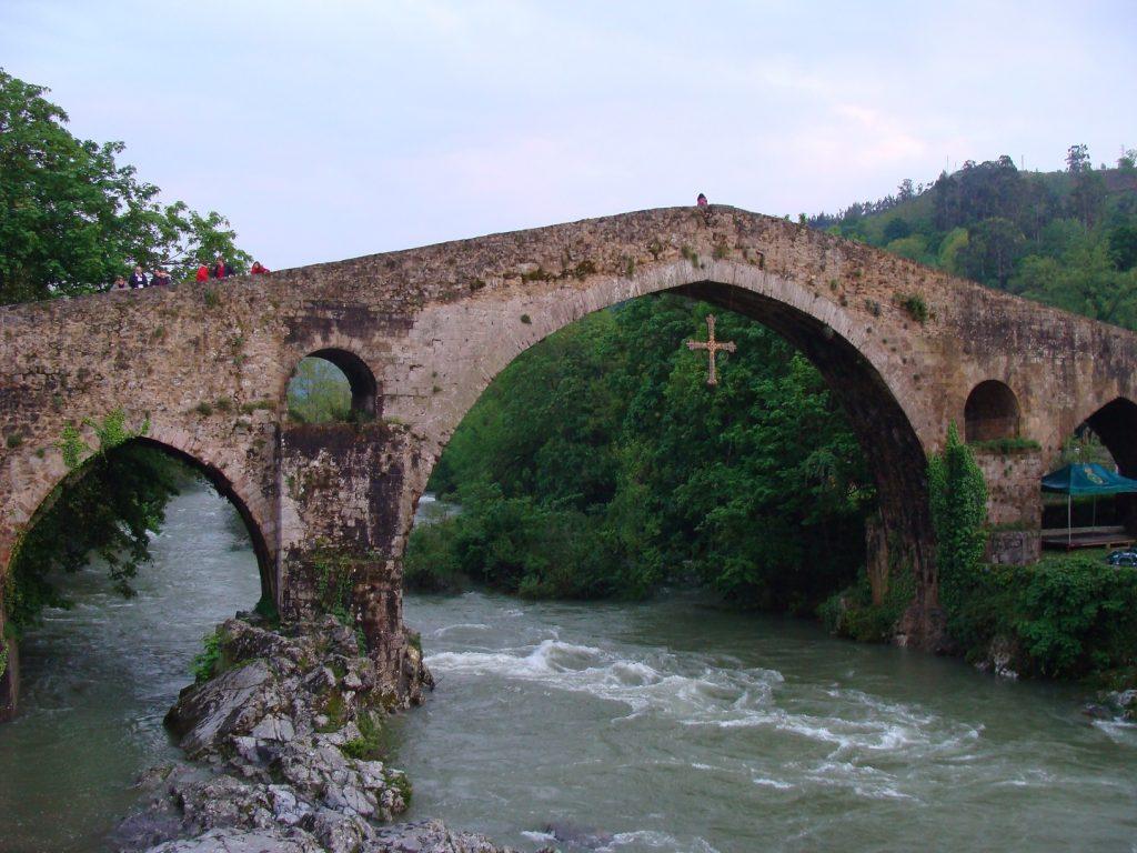 Puente_romano_sobre_el_río_Sella_en_Cangas_de_Onís
