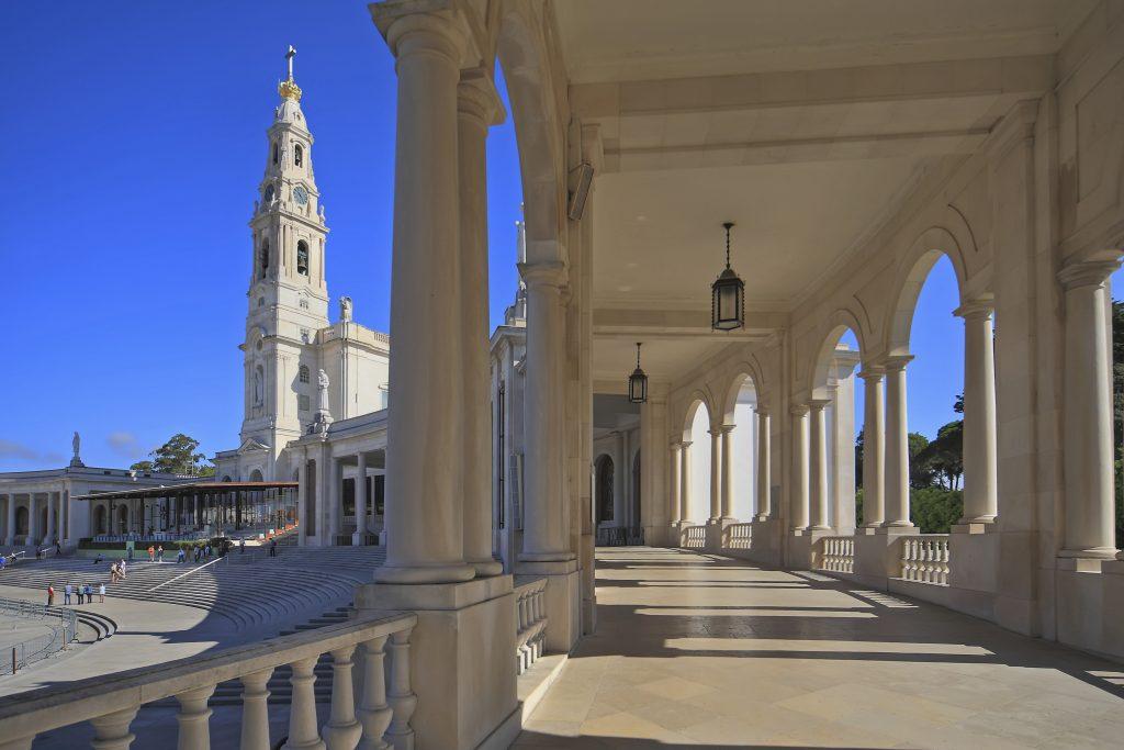 Santuario_de_Fátima._Portugal_(cropped)