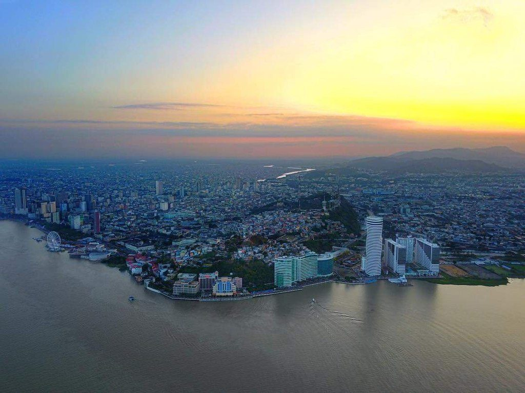1024px-Aerial_Guayaquil