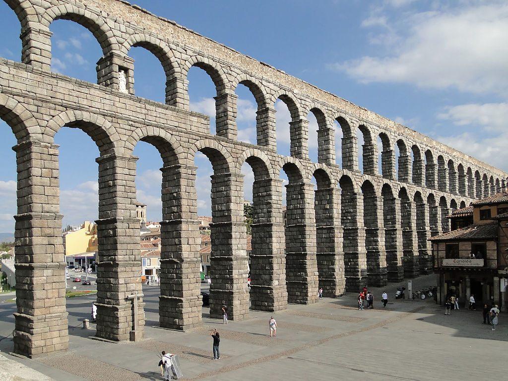 1024px-Aqueduct_of_Segovia_08