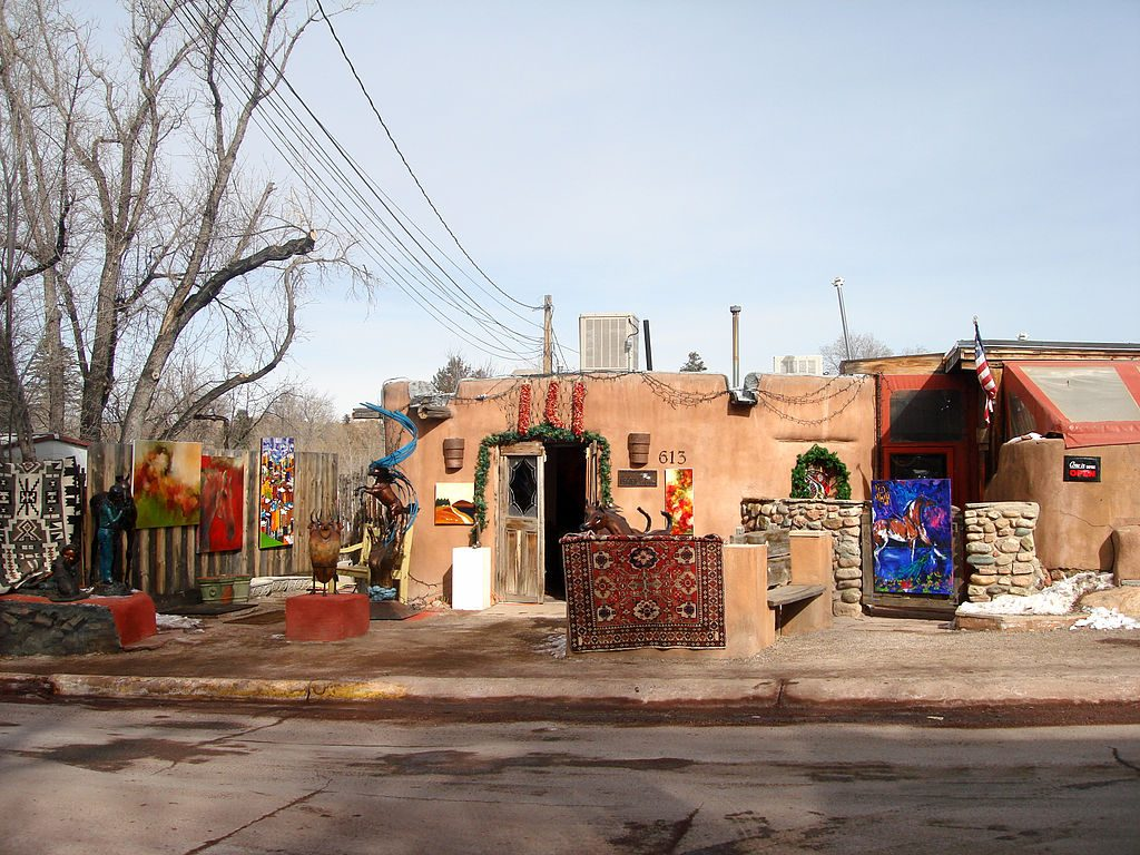 1024px-Canyon_Road_in_Santa_Fe,_New_Mexico,_USA_(7)