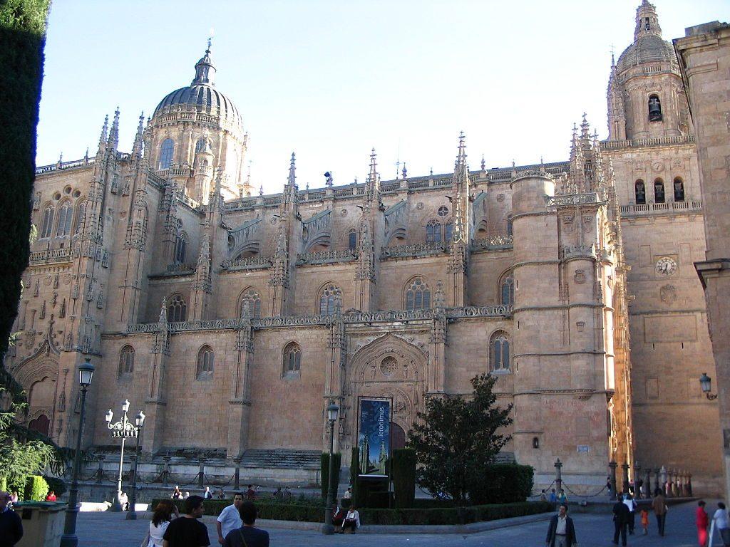 1024px-Catedral_de_Salamanca_lateral
