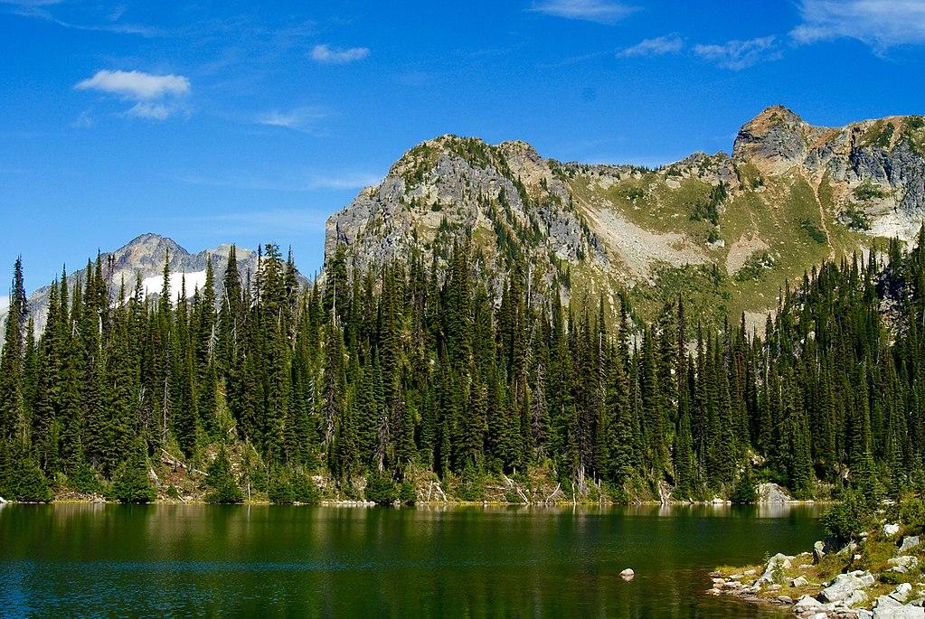 1024px-Eva_Lake,_Mount_Revelstoke_National_Park