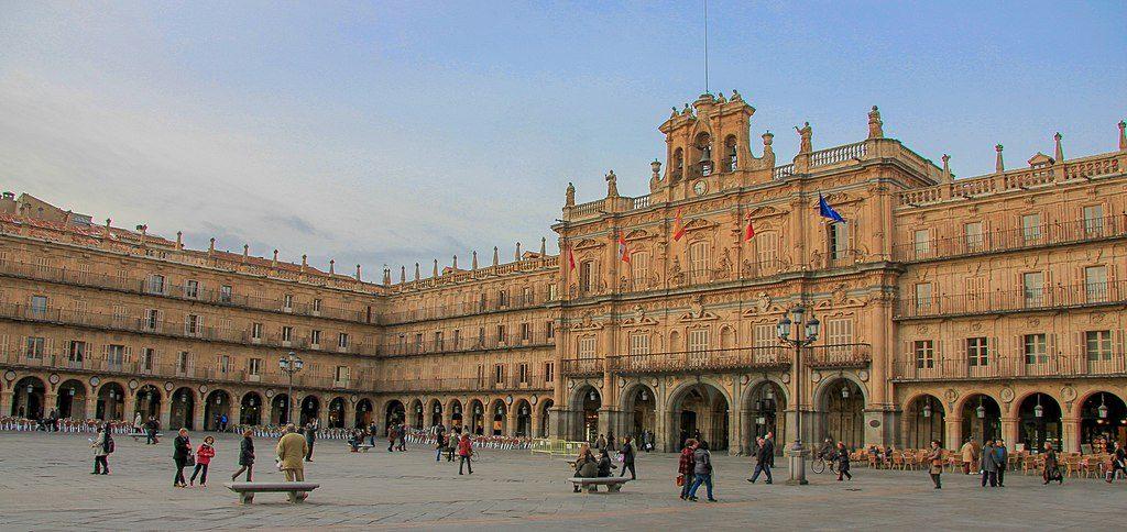 1024px-Plaza_Mayor_de_Salamanca,_Castilla_y_León,_España