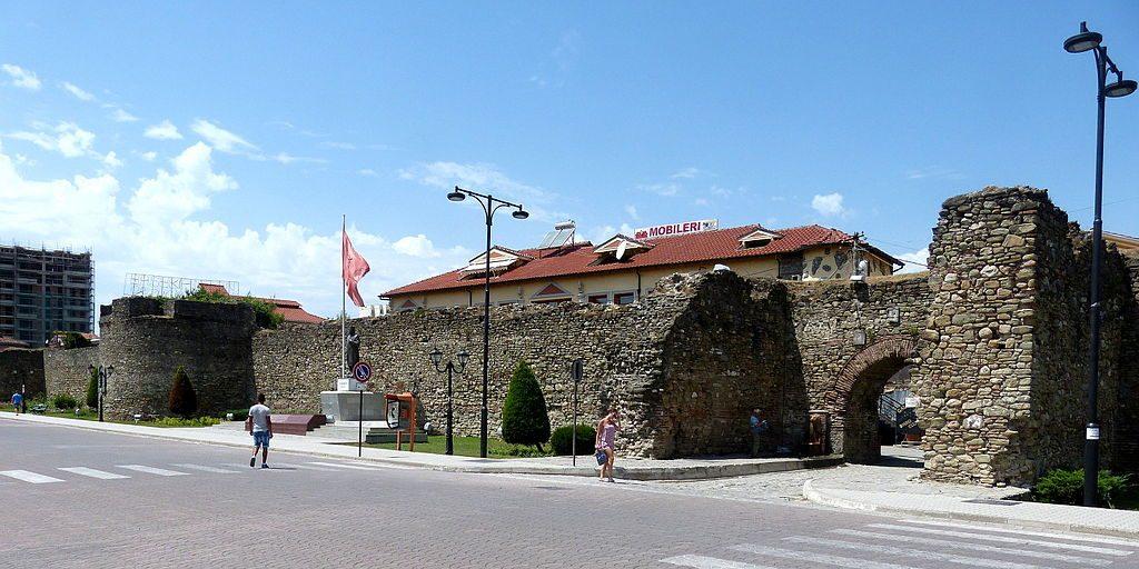 Elbasan_-_Stadtmauer_3a_Tor