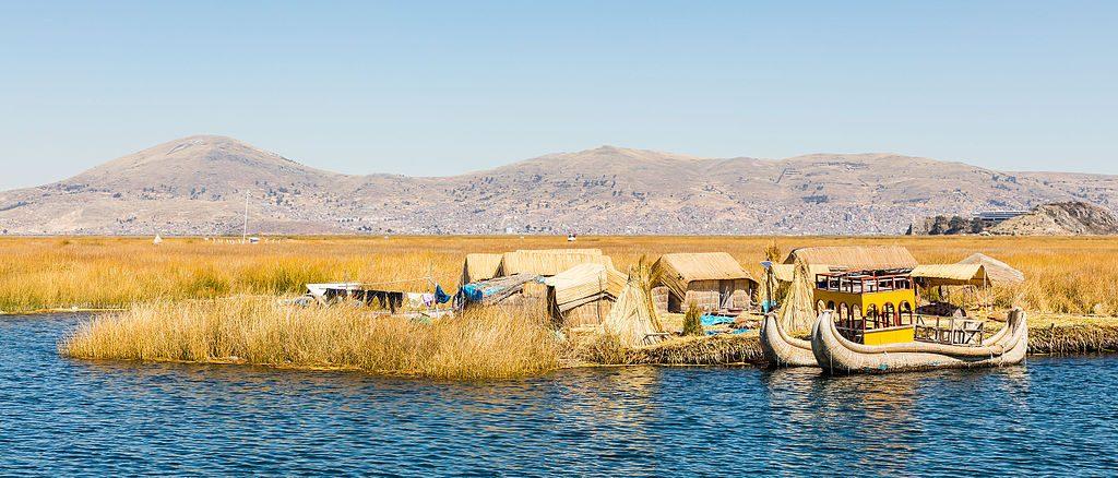Islas_flotantes_de_los_Uros,_Lago_Titicaca,_Perú,_2015-08-01,_DD_19