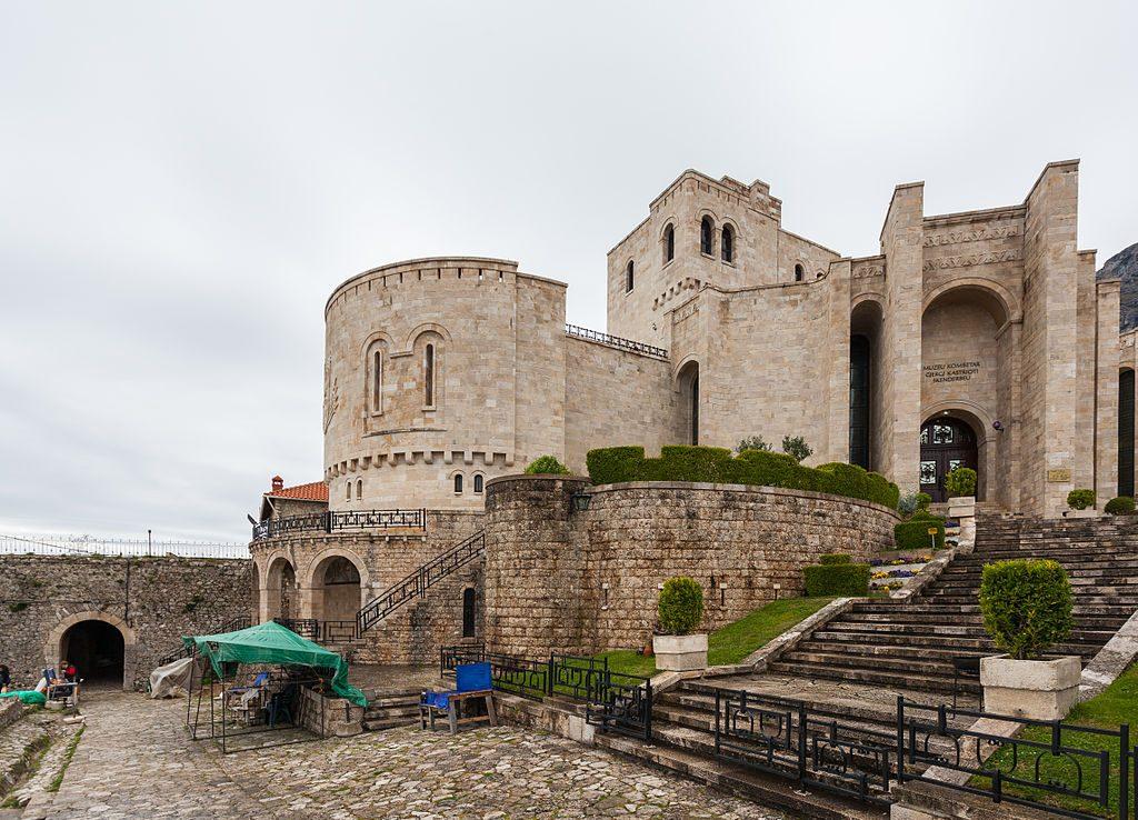 Museo_Skanderbeg,_Kruja,_Albania,_2014-04-18,_DD_01