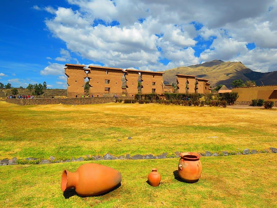 site-arqueologico-peru-archaeological-site-raqchi