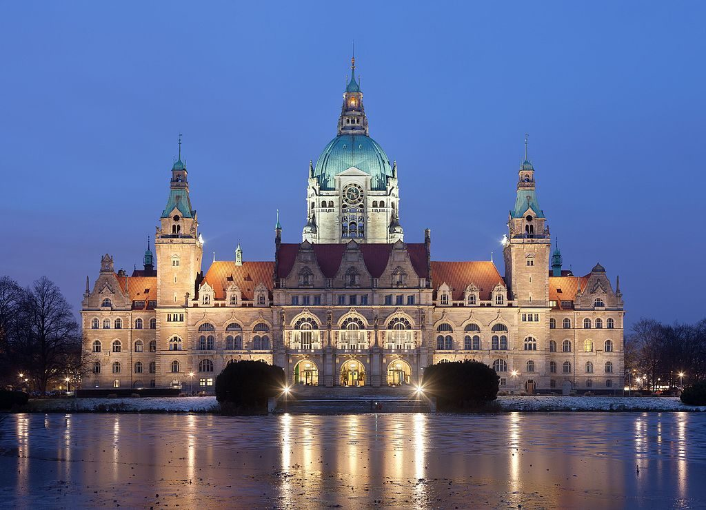 Neues_Rathaus_Hannover_abends