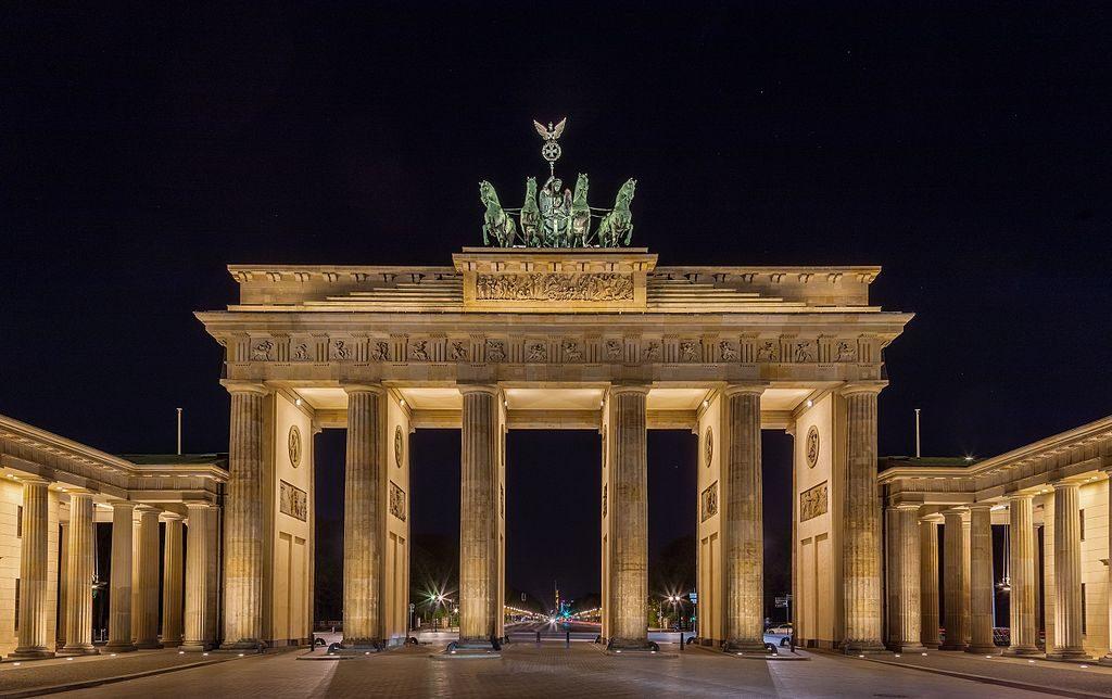 Puerta_de_Brandeburgo,_Berlín,_Alemania,_2016-04-21,_DD_52-54_HDR